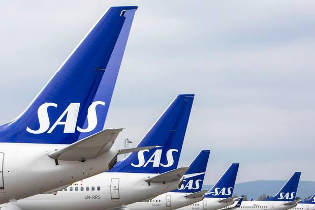 I modsætning til andre flyselskaber har SAS valgt ikke at fastlåse prisen på flybrændstof, og det gør ondt i det nuværende marked, vurderer analytiker.