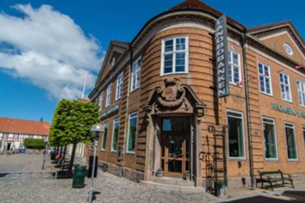 Danske Bank ser væsentligt mere potentiale i Ringkjøbing Landbobanks aktie.