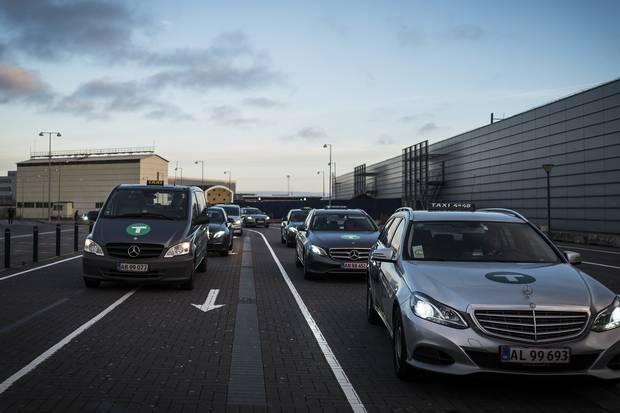 Økonomien vokser, og det samme gør behovet for chauffører til transport af mennesker og gods. Venstre har kaldt transportminister i samråd.