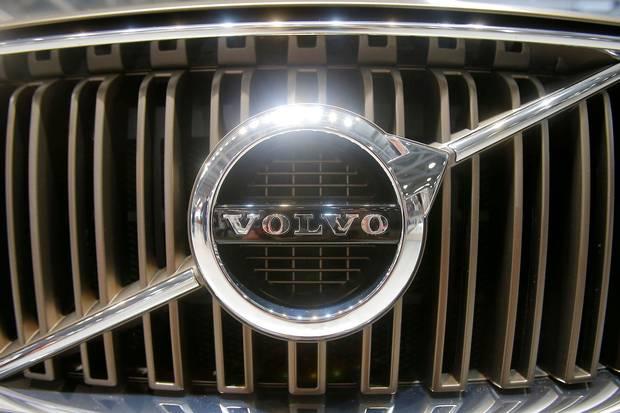 Den svenske bilproducent ramte flere steder over analytikernes forventninger i tredje kvartal. Alligevel nedjusterer Volvo forventningerne på flere områder.